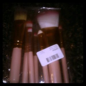 Other - NWOT. Makeup Brushes